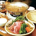 ナゴミヤ - 料理写真:夏も人気のカレー鍋!一人前1980円(2名さまから承ります)