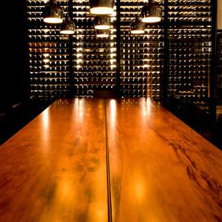 ウォークインワインセラーに約1800本ものワイン