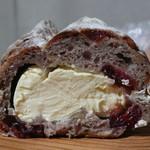 TUMUGI BAKERY - クランベリーとクルミとクリームチーズ