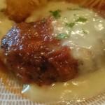 60318488 - 肉がギュギュっと詰まったハンバーグに、とろ~りチーズとトマトのイタリアンソース