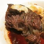 ビストロ カトリ - ・「道産和牛ホホ肉の赤ワイン煮(¥2160)」のほぐし。