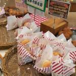 ヤオコーピノ - 料理写真:バーガーやカレーパン