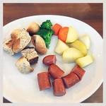 60328114 - パン、温野菜、ウインナー
