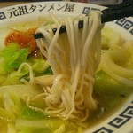 元祖 タンメン屋 - 細麺ながら平打ちとなっており、コシもある逸品。