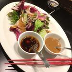 中国料理 龍鱗 - 蒸し鶏と新鮮野菜のサラダ