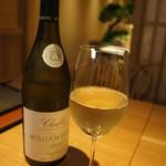 60329330 - シャブリ2014 ウイリアム・フェーブルのグラスワイン 1100円