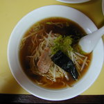 中華料理 魚梁瀬 - 料理写真:ラーメン(500円)(2010/09/27)