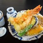 蕎麦・酒 青海波 - 天ぷらせいろの天ぷら盛り合わせ