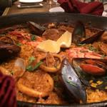 スペインバル エル クルセ - 魚介のパエリア1800円