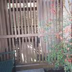 鎌倉みよし - ここで、休めるのか?どうやら隣の敷地みたいです。
