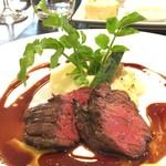 60346431 - ハンギングテンダーのグリエ マッシュドポテト                        季節野菜と赤ワインのソース