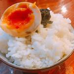 拉麺 札幌ばっち軒 - 煮玉子、岩のり乗せました!!