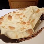 ナマステインドレストラン 多摩永山店 - おかわりナン ハーフサイズ
