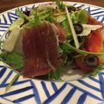 サングリア - イベリコハムとマンチェゴチーズサラダ