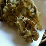 水沢うどん 松島屋 - サクサクな舞茸の天ぷら+50円