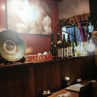 バーのような、カフェのようなモダンな蕎麦屋