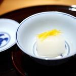 豪龍久保 - 先付 小蕪(京都)、昆布出汁