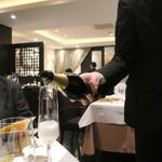 重慶飯店 麻布賓館 - スイスのスパークリング