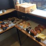 ラルブル - パンメニュー(食パン、菓子パン、ライ麦ハード系)
