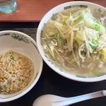 日高屋 - タンメンと半チャーハン