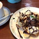 珈琲貴族 - カフェオレとバナナチョコワッフルのハーフ