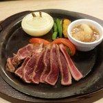 ガスト - 料理写真:やわらか牛赤身ステーキ~淡路島産玉ねぎのグリル添え!