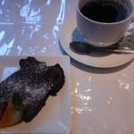 60364270 - プチドルチェと食後のコーヒー