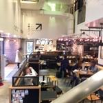 カフェ アンド デリ ベッカーズ - 1Fの雰囲気…