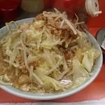 60366170 - ラーメン(麺少なめ、野菜チョイ増し、ニンニク。2016・12) 850円