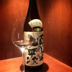 和牛焼肉じろうや 介 wagyu&sake - 瓶はディスプレイ用