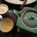 元町 梅林 - 濃厚な豆腐と松茸の土瓶蒸し