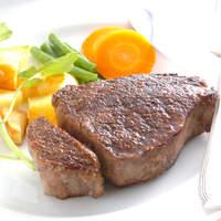伊藤グリル - お客様の目の前で仕上げる炭火焼きステーキは人気№1☆最高のお肉をご用意いたします!