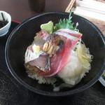 なぶら - 友人が食べてた海鮮丼