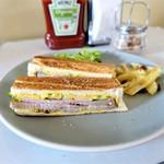 ブレックファスト クラブ - 豚ローストのキューバングリル・チーズサンド