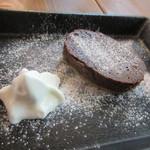 べびーしょこら - 生ガトーショコラ、とろける様な口触りのチョコレート菓子。  毎朝作る新鮮な豆腐の豆乳を使って仕上げてあるからヘルシーなケーキに仕上がってました。