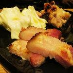 日本酒 室 - ベーコンと鶏の麹漬け焼き