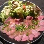 肉十八番食堂 - 牛タタキ