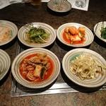 60378898 - キムチ、野菜小皿