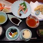 かに通 - ◆「昼御膳(1650円・税込・平日のみ) かに刺身・かに酢・天ぷら・茶碗蒸し・お吸い物・香の物・ご飯などのセット。