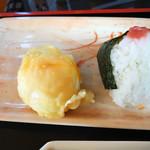 三枝うどん - セットの天ぷら・おにぎり