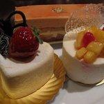 Cafe BEAU VERGER - キャラメルポワール(上) フロマージュ キュイ(左) ブラン(右)