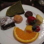 Cafe BEAU VERGER - 抹茶シフォン(上) ガトーショコラ(カット)(中段左) クッキー(中央) チョコクッキー(中段右) チョコレートファウンテン(その他)