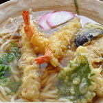 ご麺や - 名物びっくりジャンボ天ぷらうどん アップ