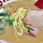 天下一品 - 「唐揚げ定食」のラーメン(こってり・ニンニク入り)