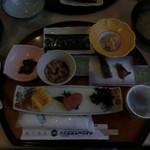 青島グランドホテル - 料理写真:料理 朝(カシオのカメラでダイヤルが回ってしまい露出不足になっていた。