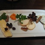 LADYBIRD - ブランデーと相性抜群★ドライフルーツとチーズの盛り合わせ
