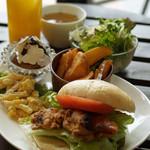 ボワット カフェ - 自家製ぱんのサンドプレート 11時~15時(写真はイメージです)