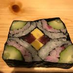 琉球料理 ぬちがふぅ - この花の太巻き寿司は最高であった