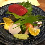 琉球料理 ぬちがふぅ - 刺身の盛り合わせ。沖縄には珍しいコハダが出た。