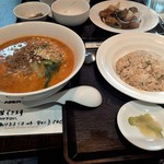 エッセンス チャイニーズ キッチン - 担々麺とサービス麺セットのチャーハン